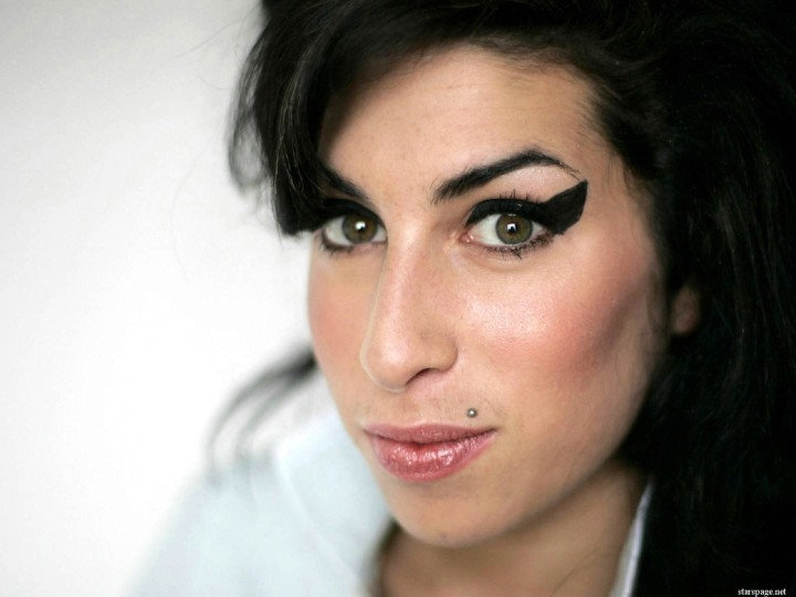 amy_winehouse_closeup_wallpaper-normal