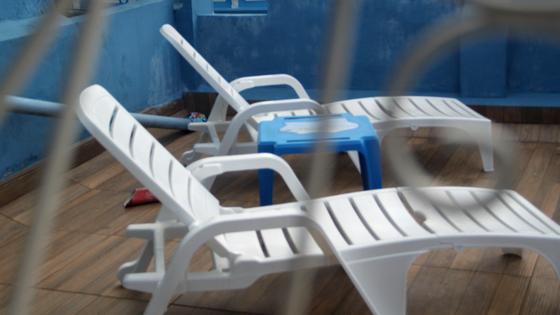 Hospedagem em Salvador - Pelourinho Bahia - Airbnb - Casa Azul - Blog Da Lira - Hospedagem na Bahia - Cadeira de tomar sol - decoração