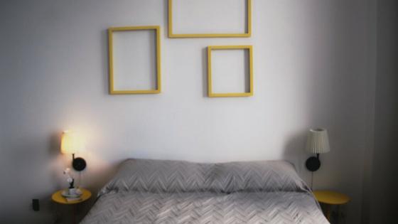 Hospedagem em Salvador - Pelourinho Bahia - Airbnb - Casa Azul - Blog Da Lira - Hospedagem na Bahia - Quarto Branco e Amarelo